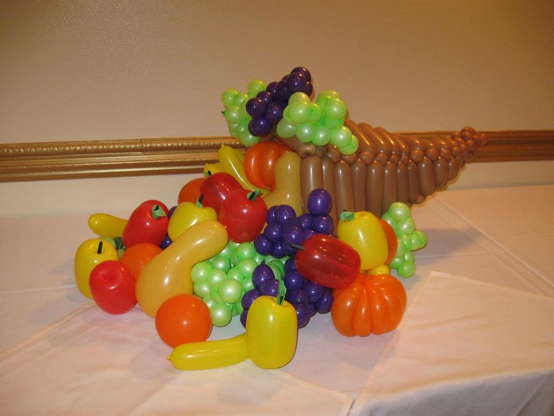 Horn-of-Plenty-Balloon-Animal