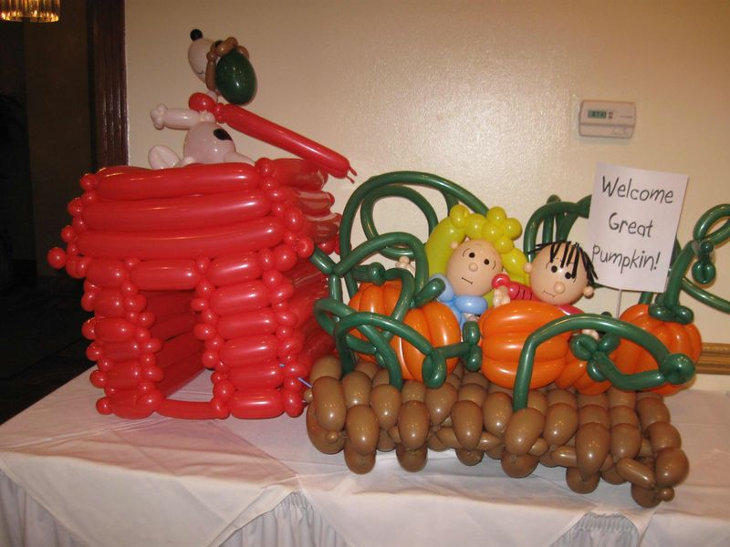 Snoopy-and-Pumpkin-Patch-Balloon-Animal